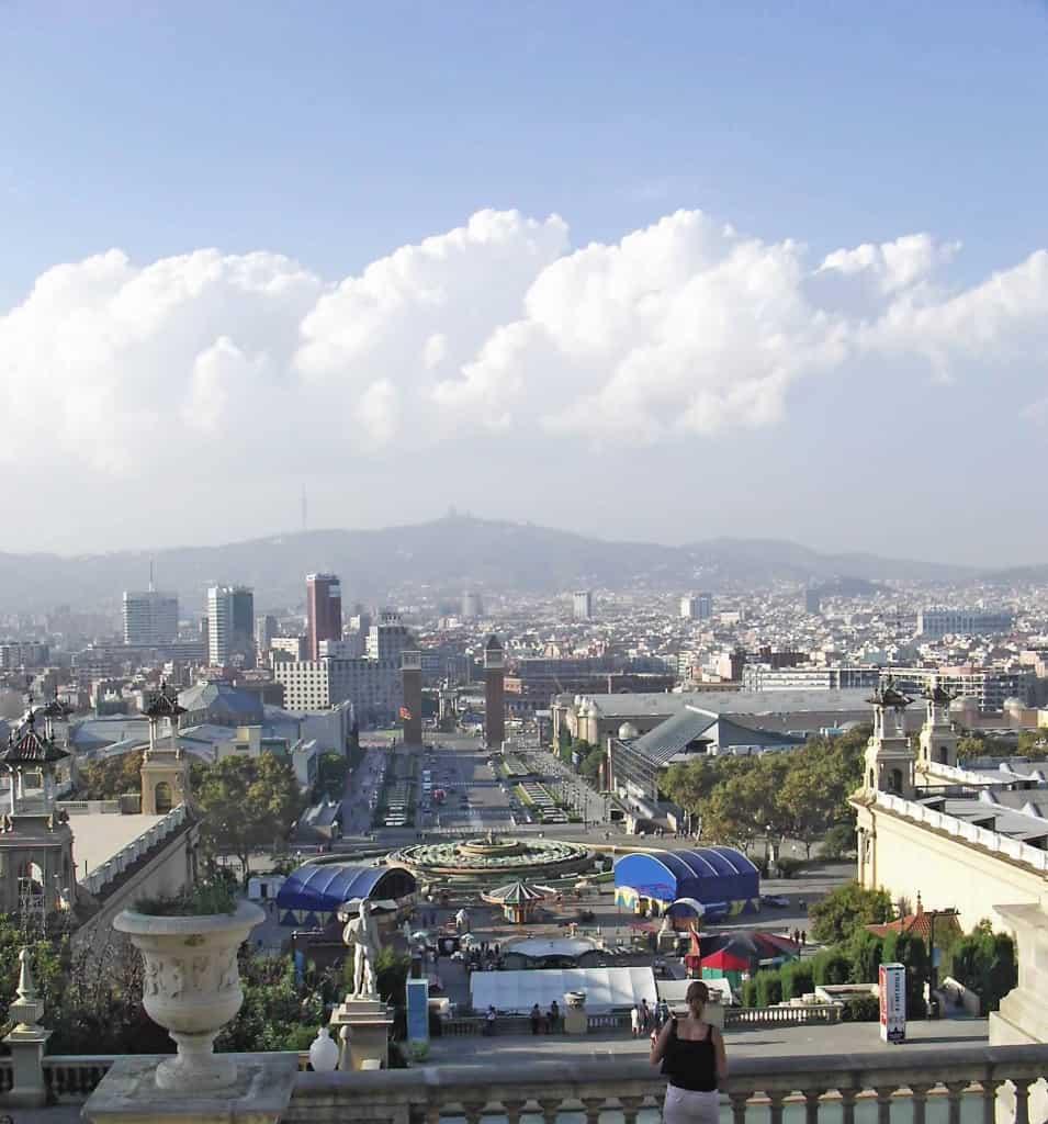 תצפית על ברצלונה ממרומי גבעת מונז'ואיק