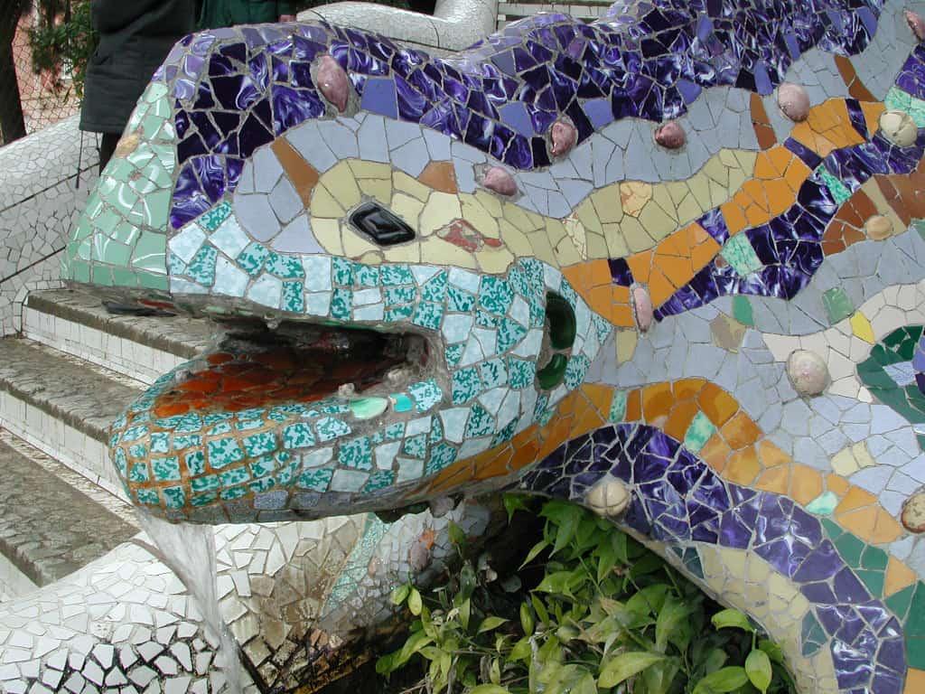 פסל פסיפס בפארק גואל Parc GuelI ברצלונה