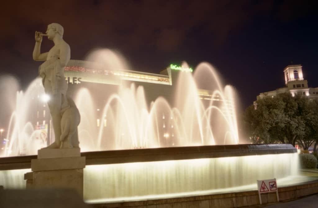 כיכר קטלוניה לעת ערב בברצלונה