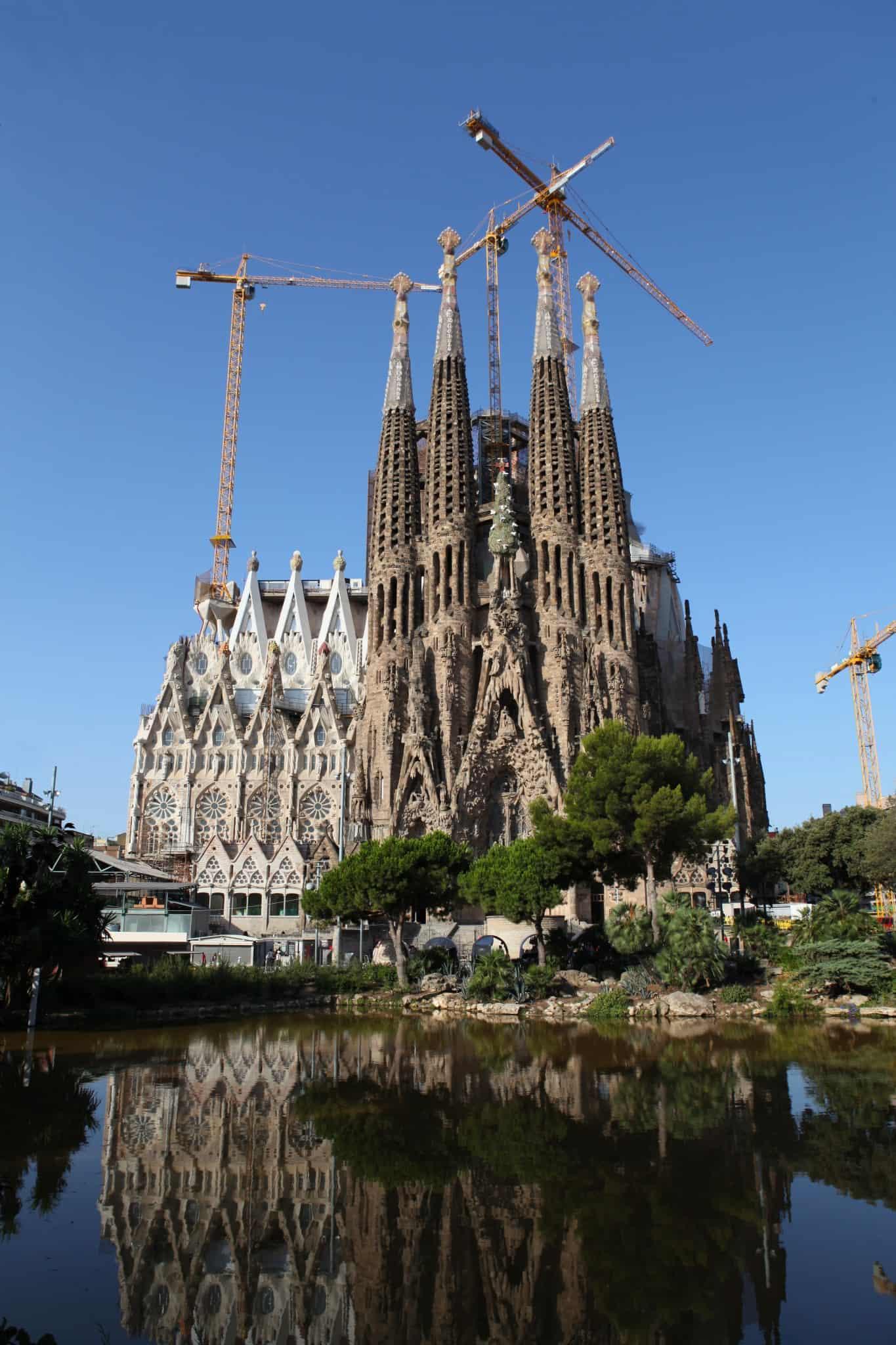 מבנים ומונומנטים